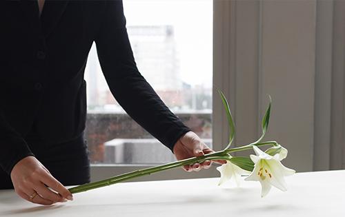 De unieke aanpak van Morgen geeft u een moderne uitvaart waarmee u met vertrouwen de nieuwe fase ingaat zonder uw geliefde.